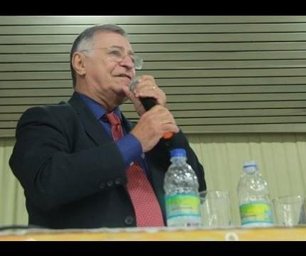 O advogado João Campanário participa da plenária para debater custeio sindical